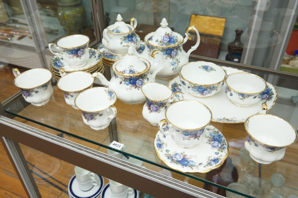 Tea set from downsizing and deceased estates available at auction